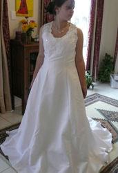 Wedding dress size 14-16 NOWRA