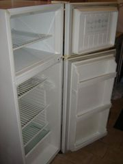 >> WestingHouse 440 litre fridge $50.00